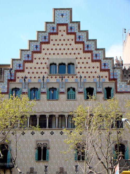 Modernismo la manzana de la discordia a barcellona for Piani di casa cottage gotico