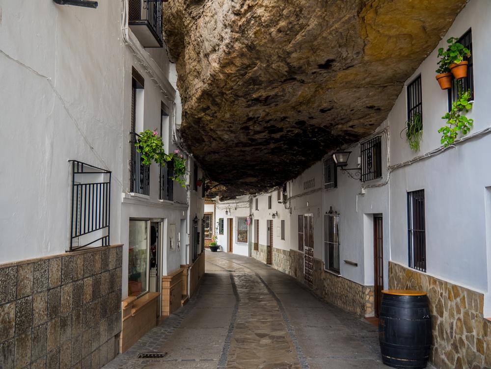 Setenil de las Bodegas paese nella roccia